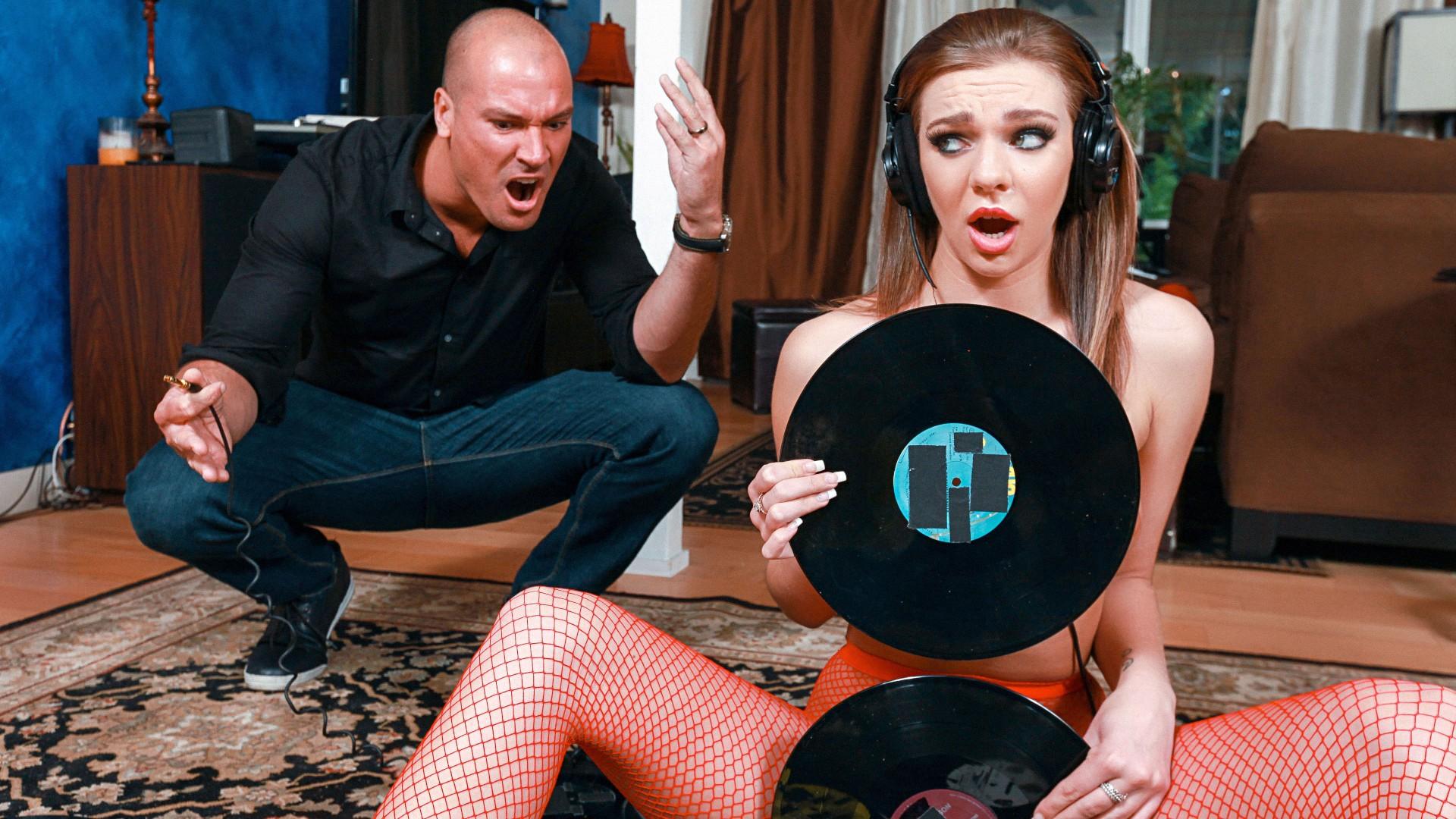 Vinyl Vixen - Teens Love Huge Cocks
