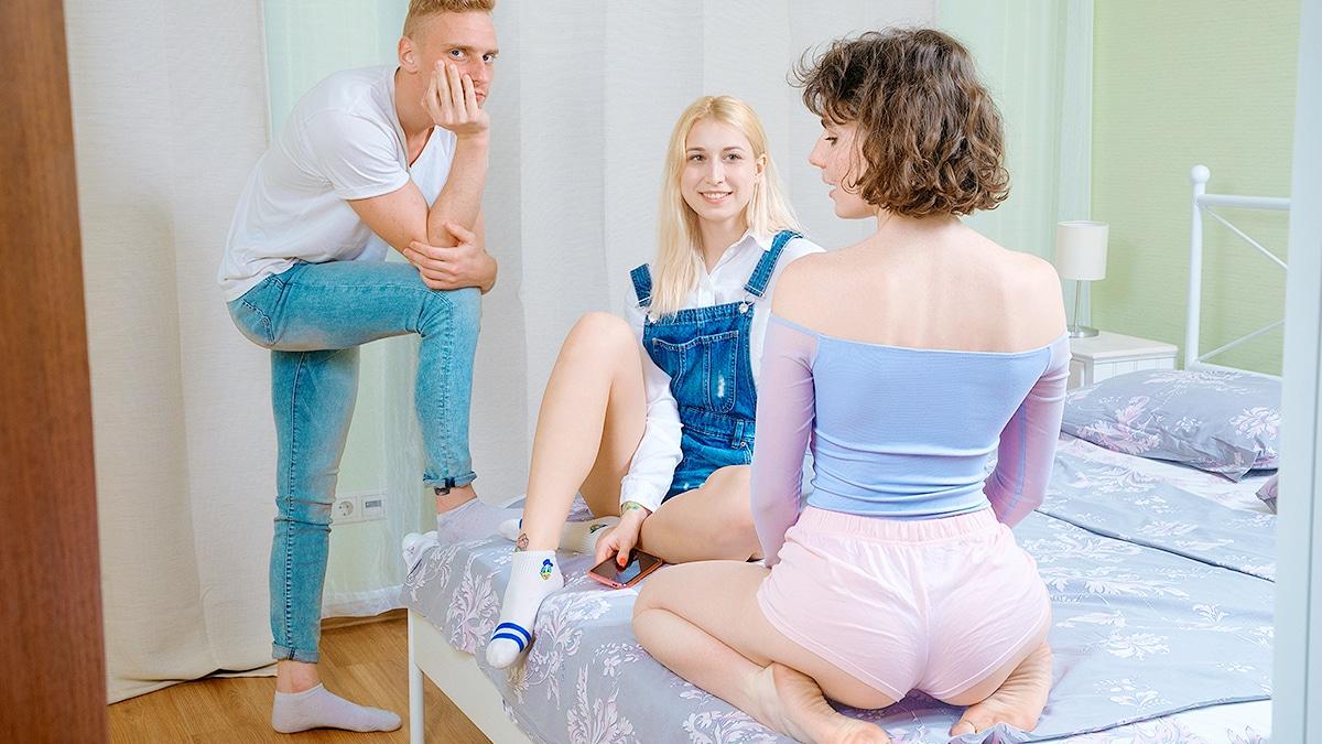 Three friends become lovers - Teen Mega World